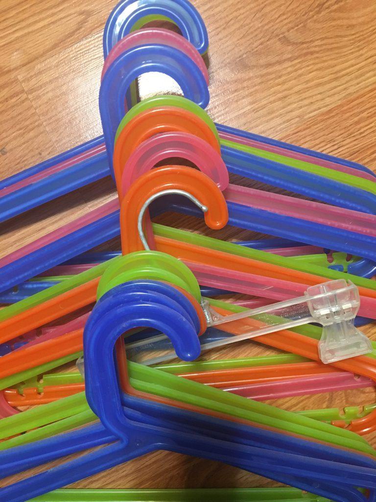 19 hangers in assorted colors